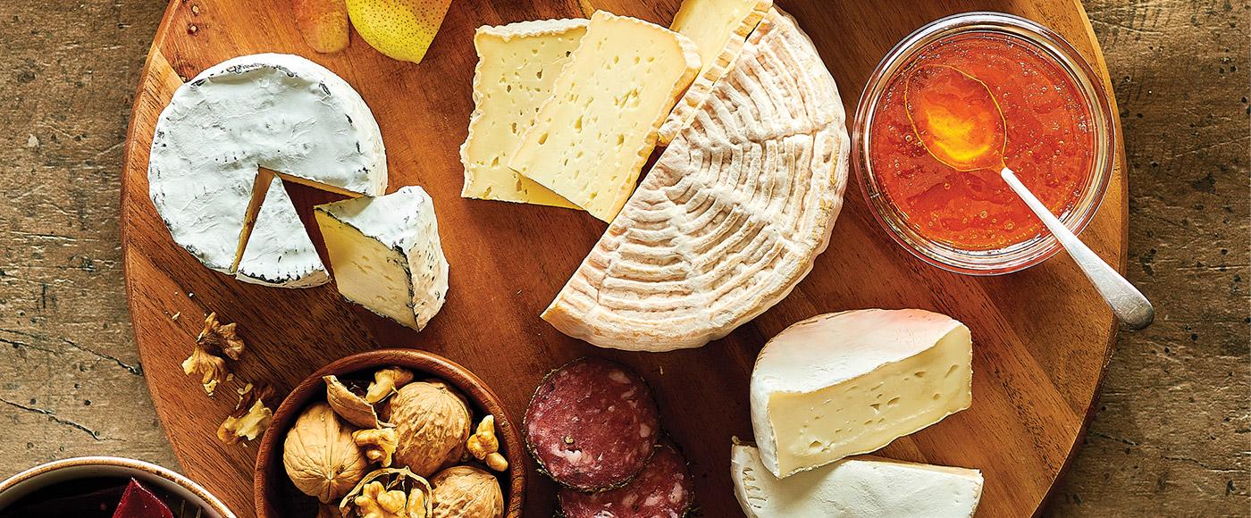 Comment assembler un plateau de fromages local