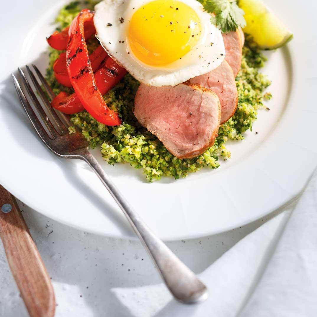 Taboulé au brocoli, poivrons et filet de porc grillés