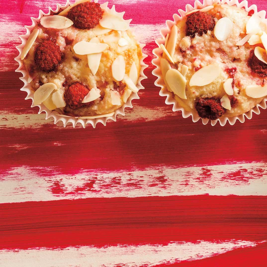 Almond and Raspberry Small Cakes