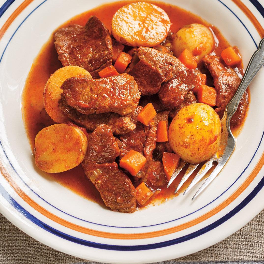 Mijoté de veau à la tomate et à la sauge (<i>spezzatino di vitello con pomodori e salvia</i>)