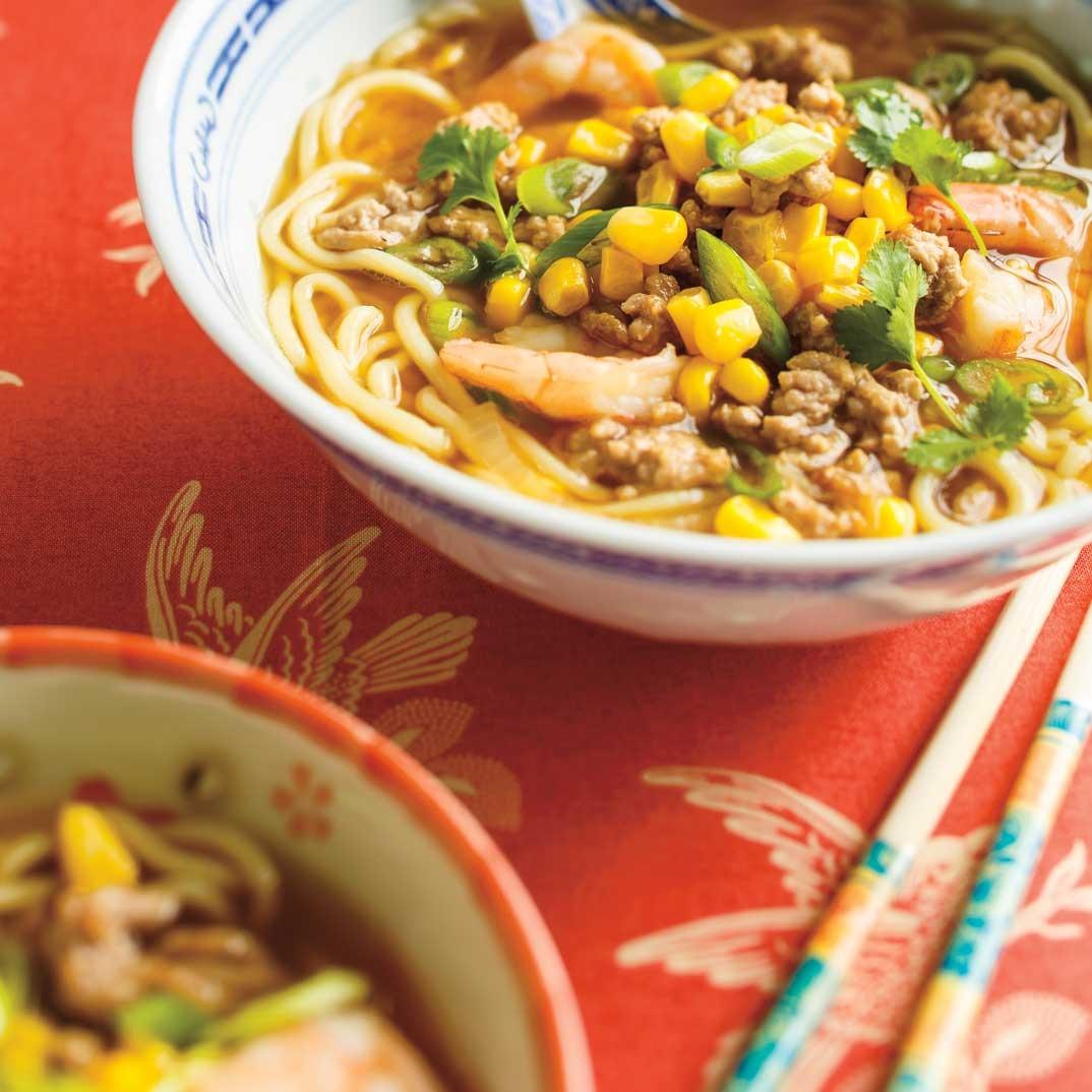 Soupe ramen au porc haché et aux crevettes