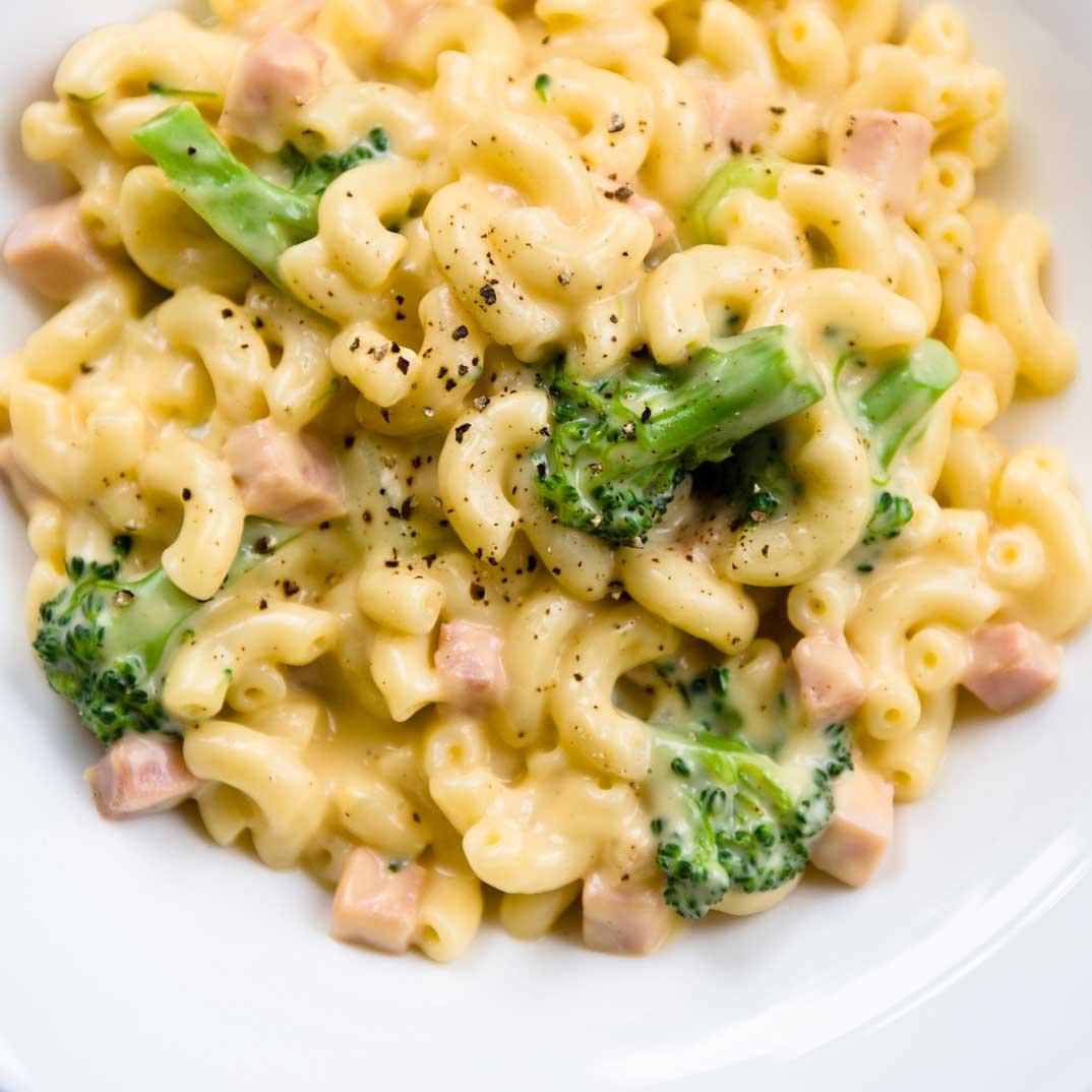Macaronis au fromage et au brocoli