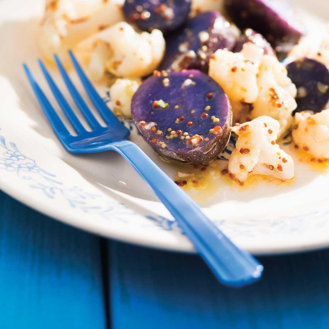 Salade de pommes de terre bleues et chou-fleur