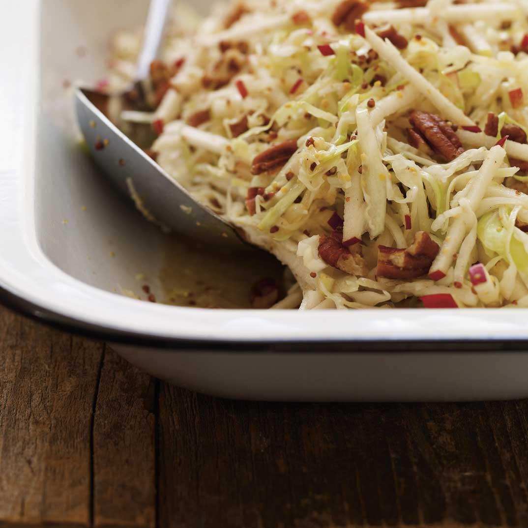 Salade de chou de pommes et de pacanes ricardo for Articles de cuisine de ricardo