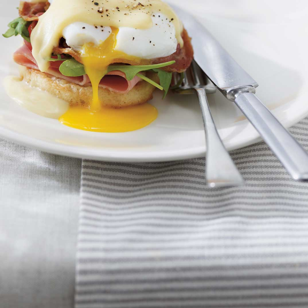 Eggs Benedict with Pancetta and Cheese Sauce