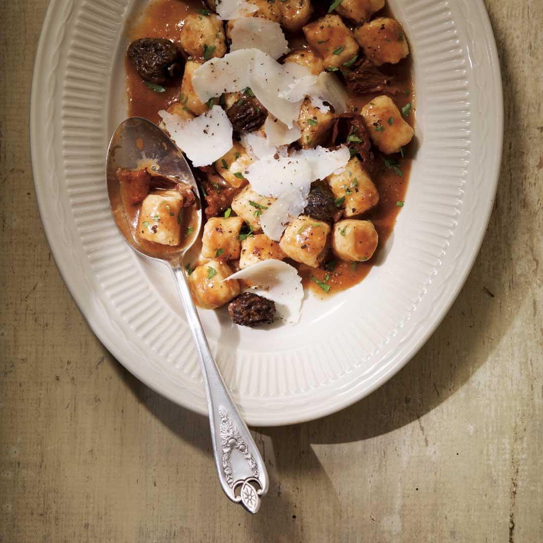 Gnocchis à la ricotta, sauce au vin rouge et aux champignons
