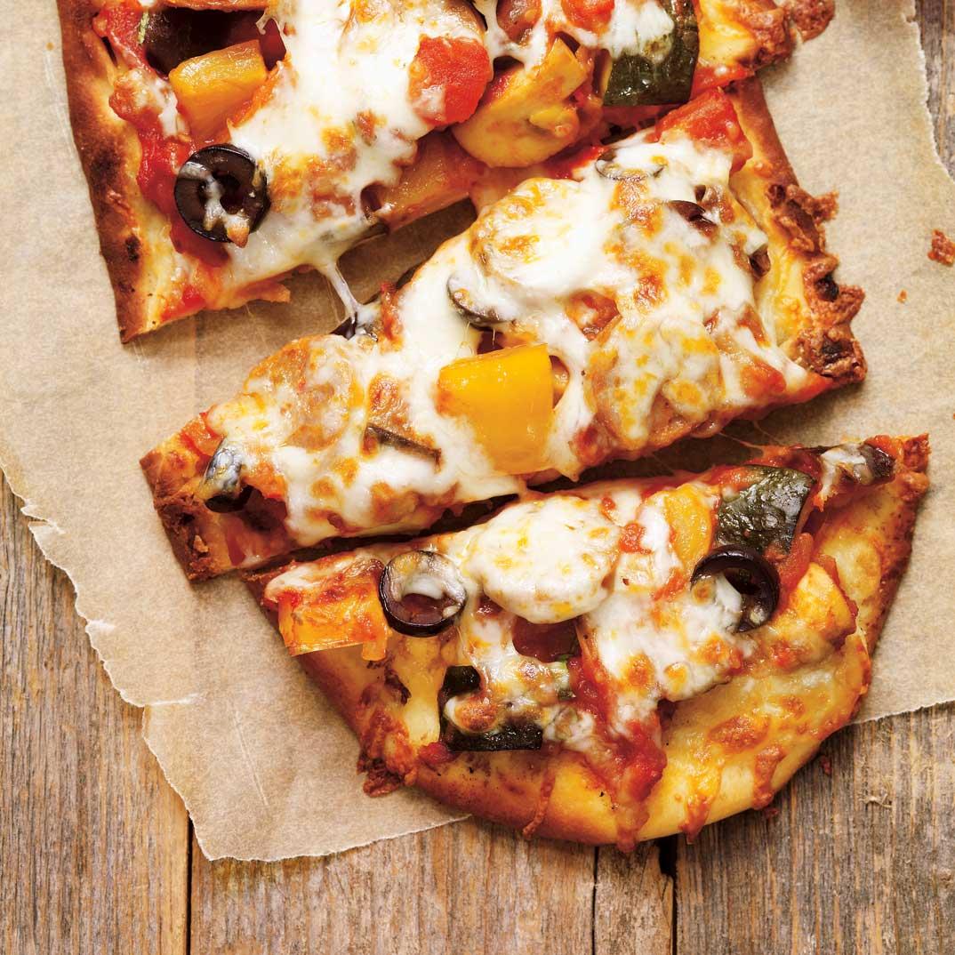 Pizza à la ratatouille et aux saucisses