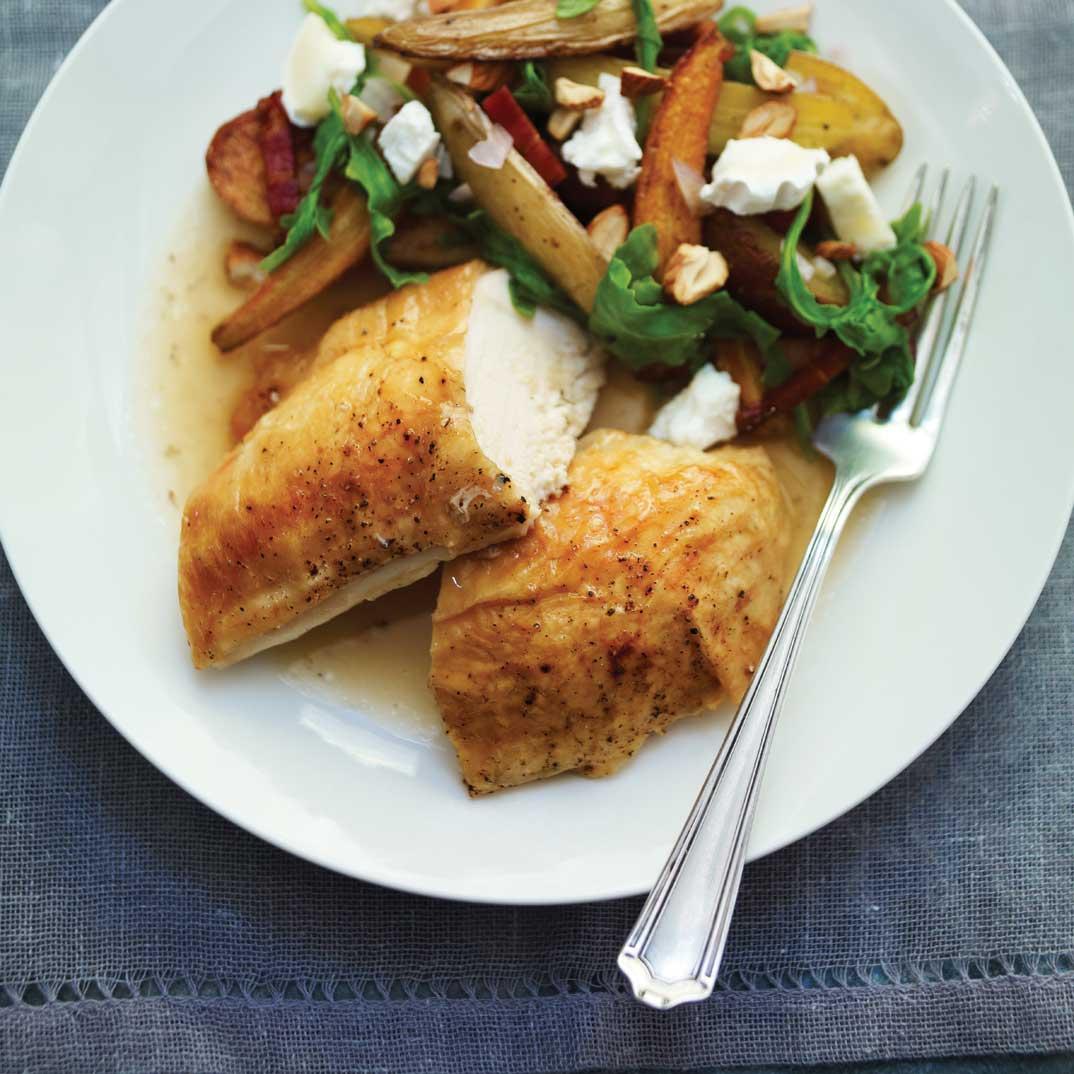 Poulet et salade de légumes rôtis au fromage de chèvre