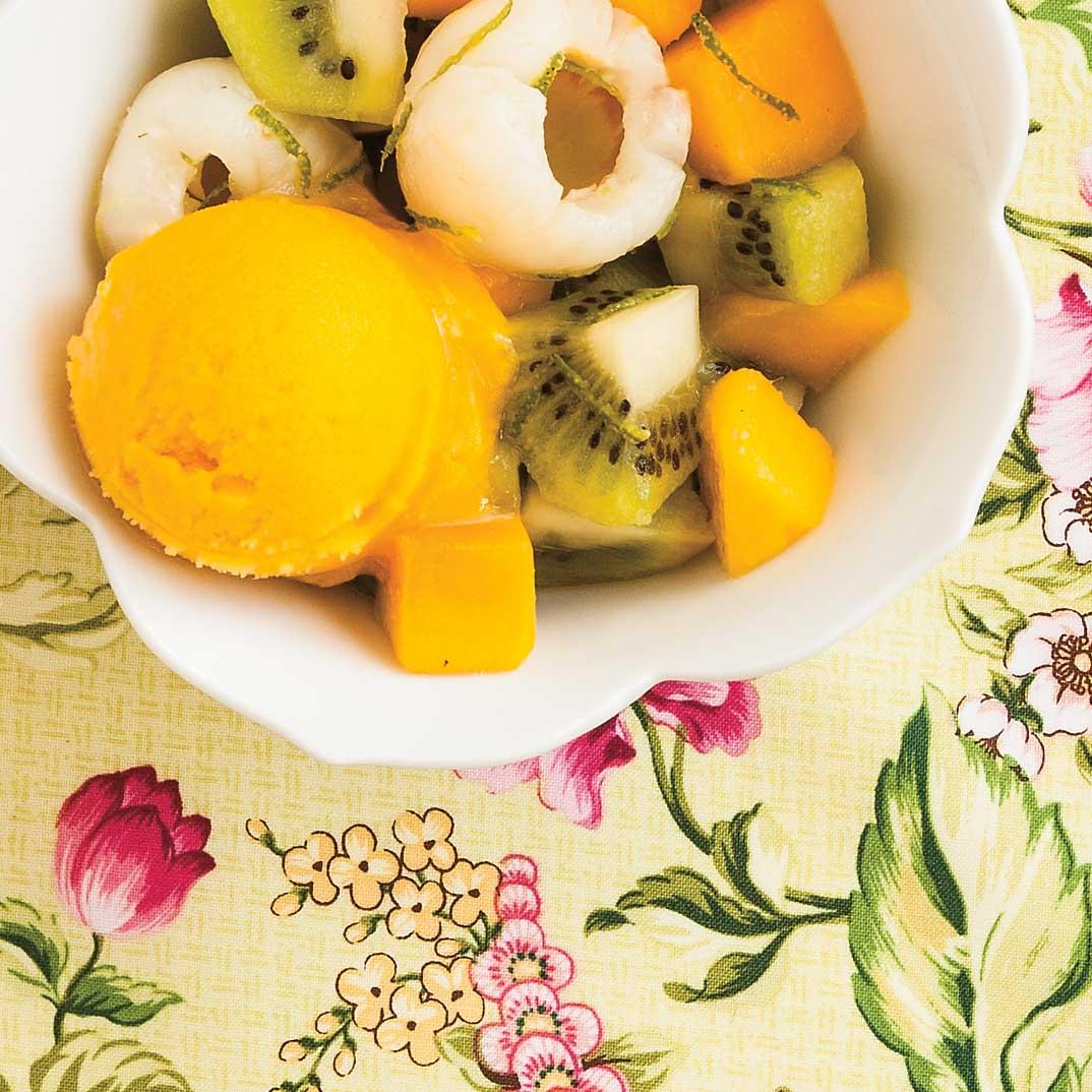 Salade de fruits exotiques et sorbet