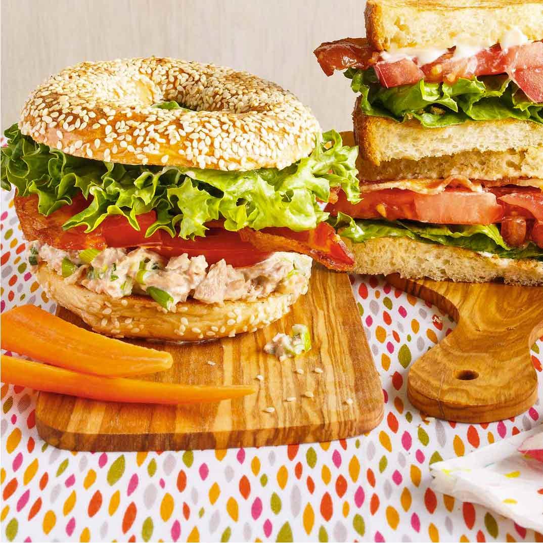 Sandwich BBLTT (Bagel-Bacon-Laitue-Thon-Tomate)