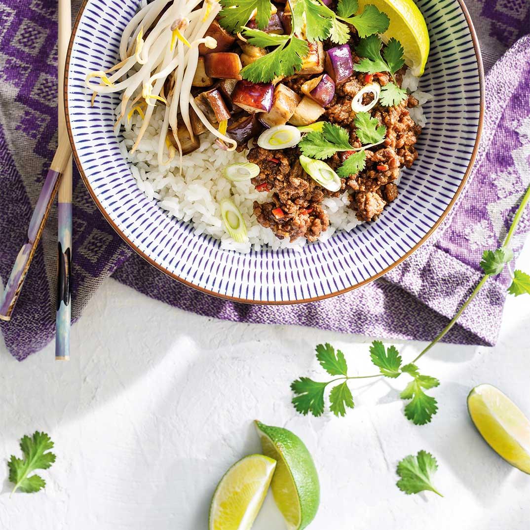 Bœuf et aubergines asiatiques comme un <i>bibimbap</i>