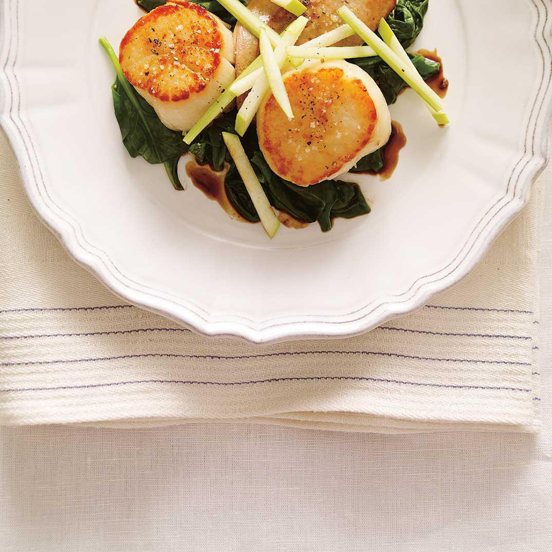 Pétoncles et foie gras poêlés, sauce au cidre de glace et pomme verte