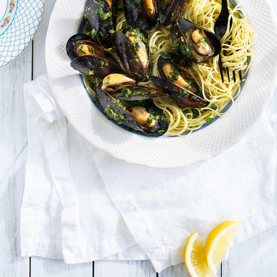 Capellinis aux moules grillées et persillade aux anchois