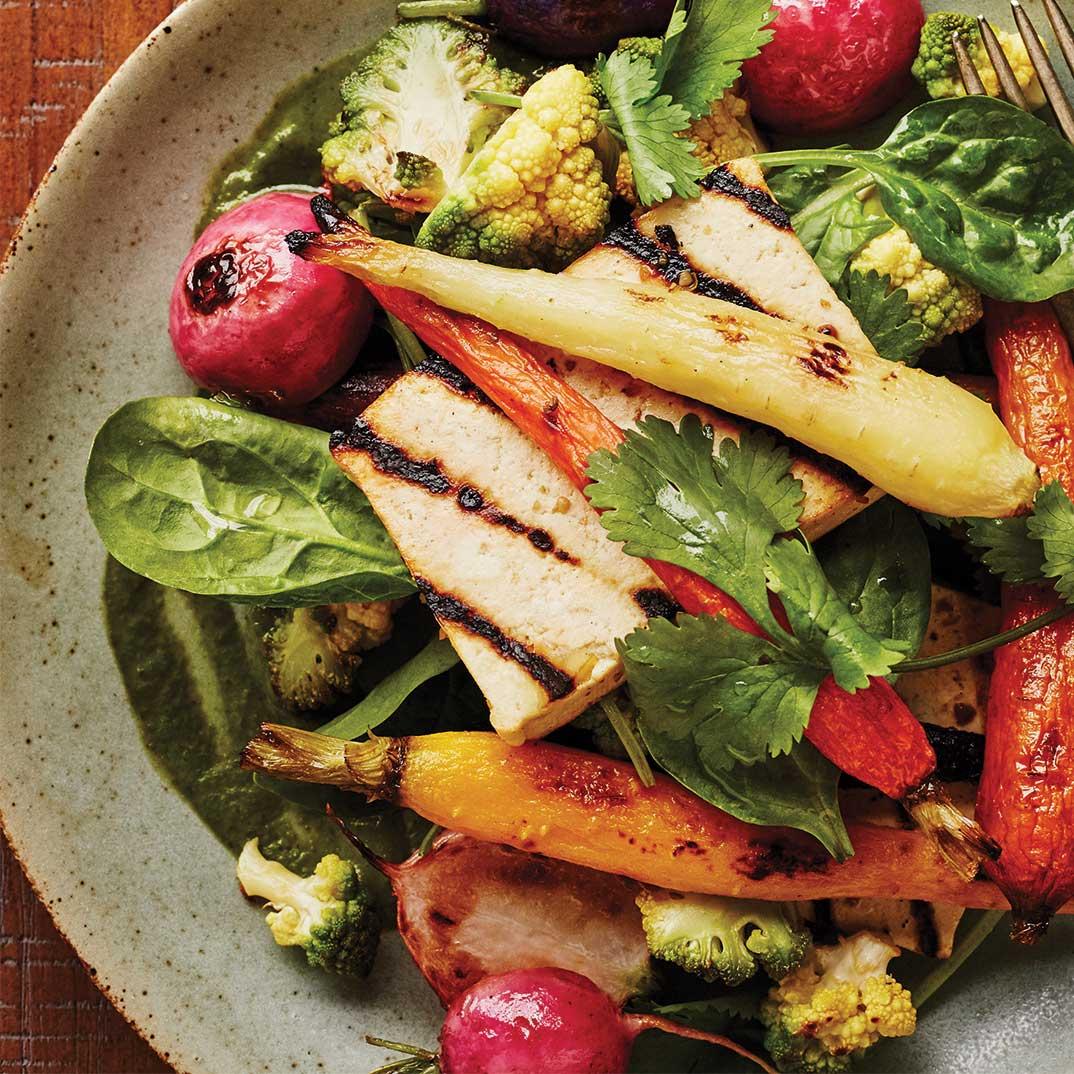 Tofu, légumes rôtis et vinaigrette à la coriandre