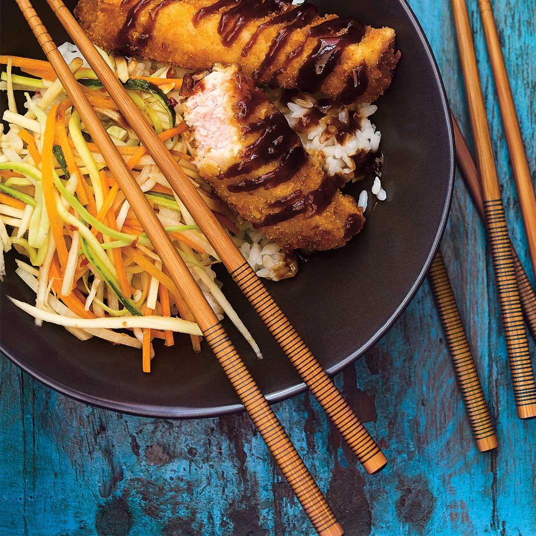 Bol de riz au porc croustillant et aux légumes marinés