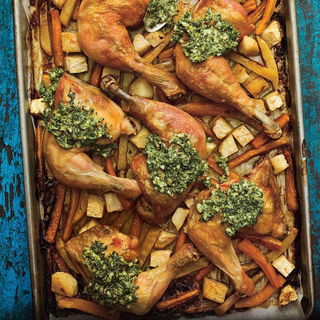 Cuisses de poulet au jus de cornichons et sauce aux herbes