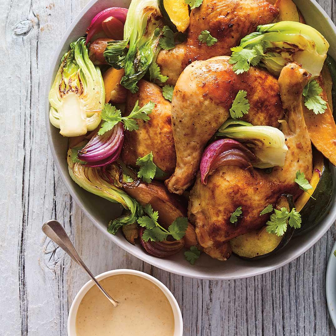 Poulet et bok choy rôtis, sauce à l'ail confit