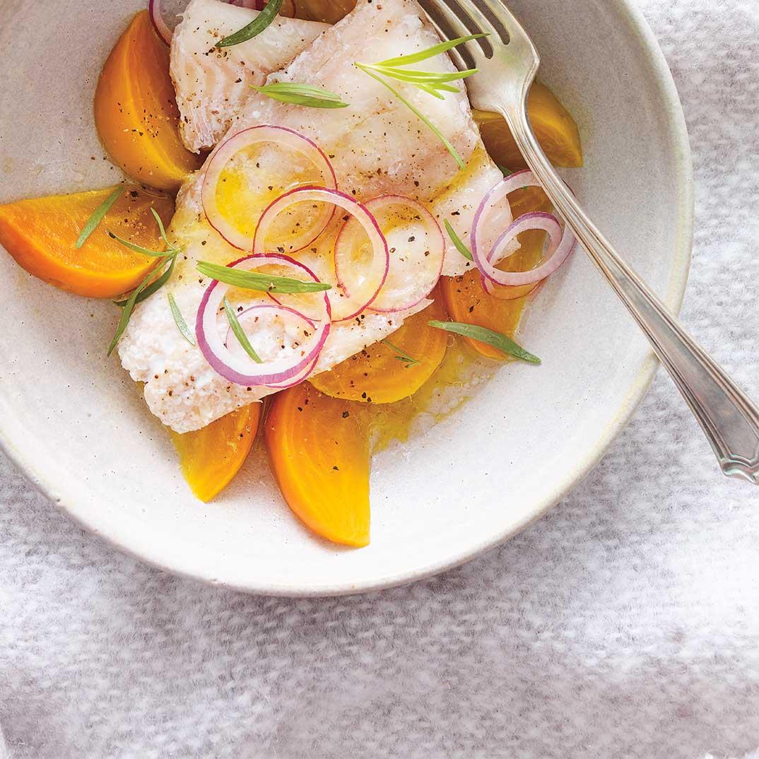 Poisson confit à la mijoteuse et salade de betteraves à l'estragon
