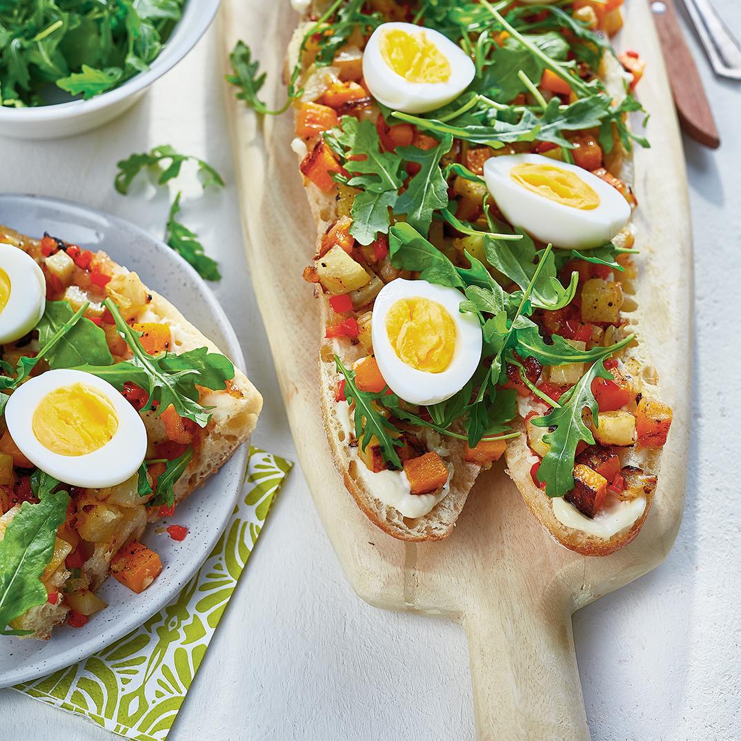 Sandwich ouvert aux légumes et aux œufs