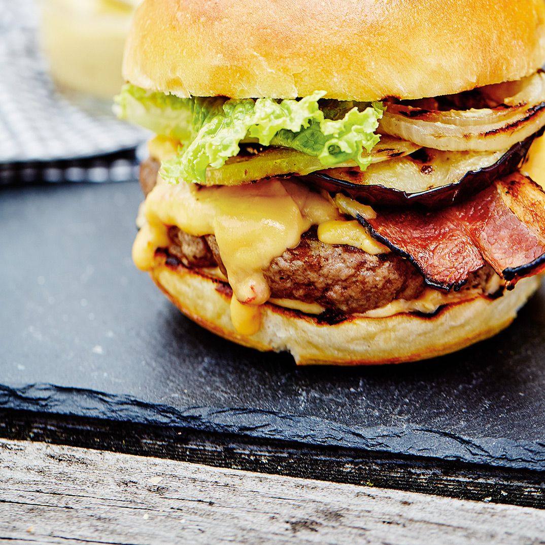 Burgers with Bacon and Chipotle Cheese Sauce
