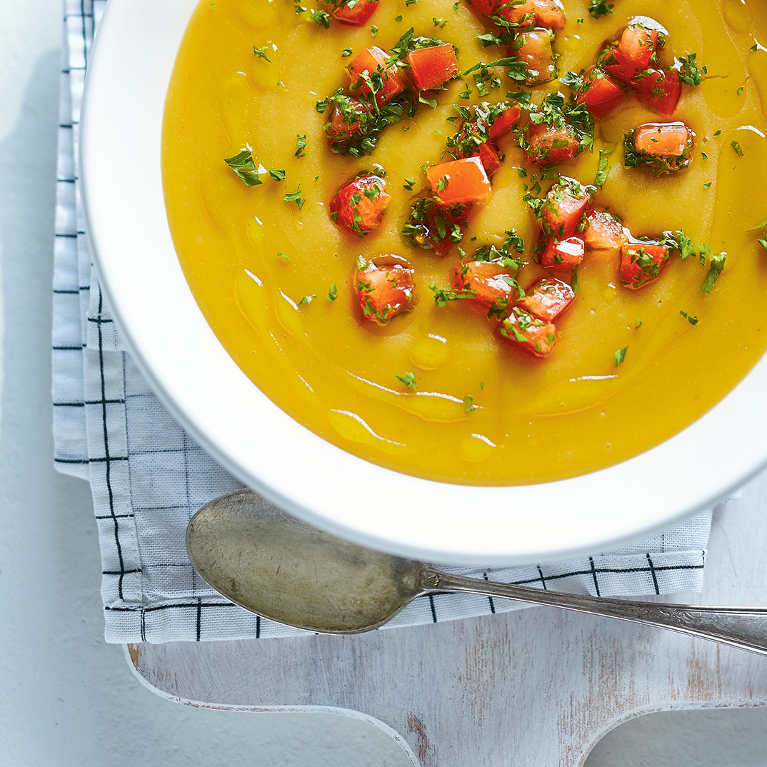Crème de pois jaunes cassés aux tomates