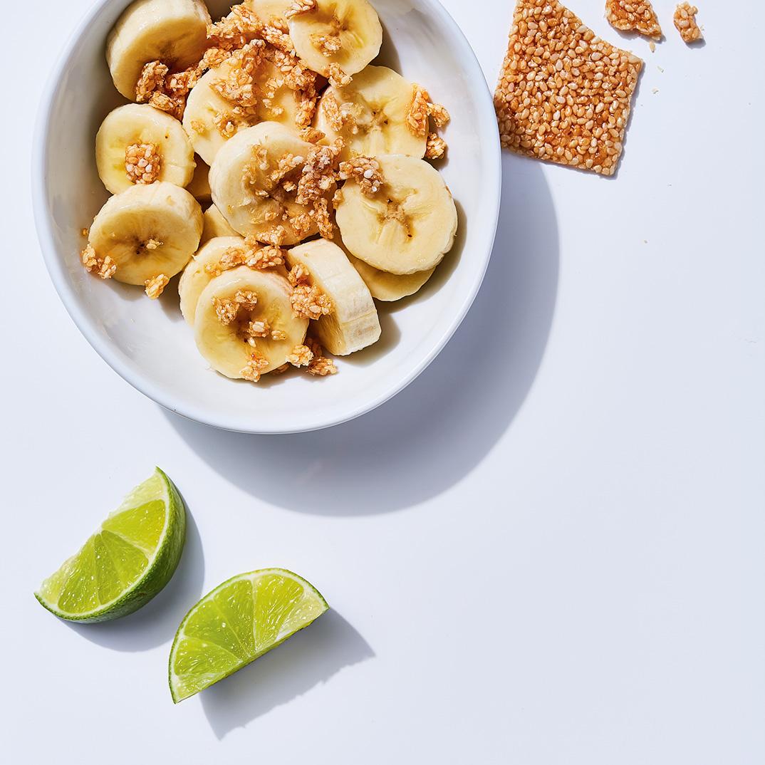 Banane au sésame caramélisé
