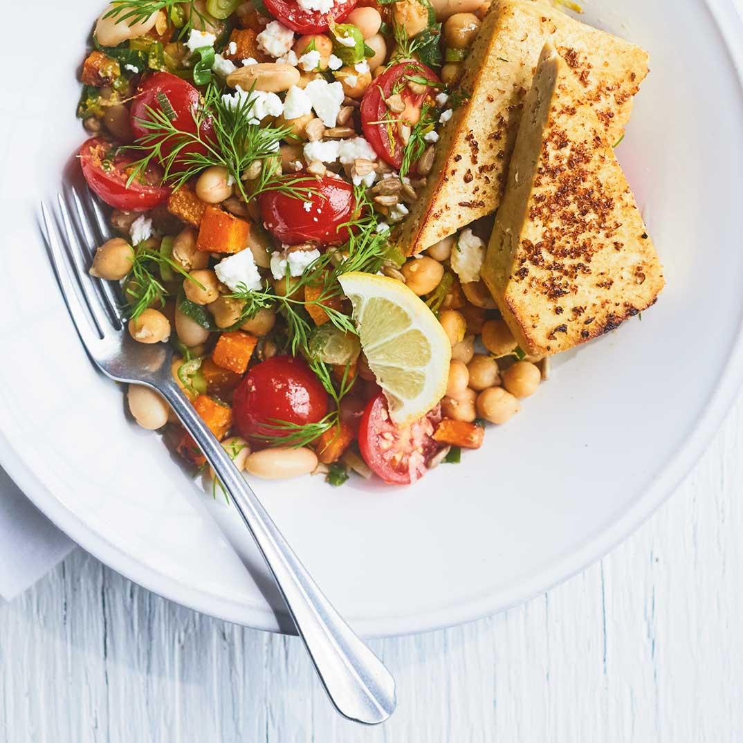 Salade tiède de légumineuses  et de tofu poêlé