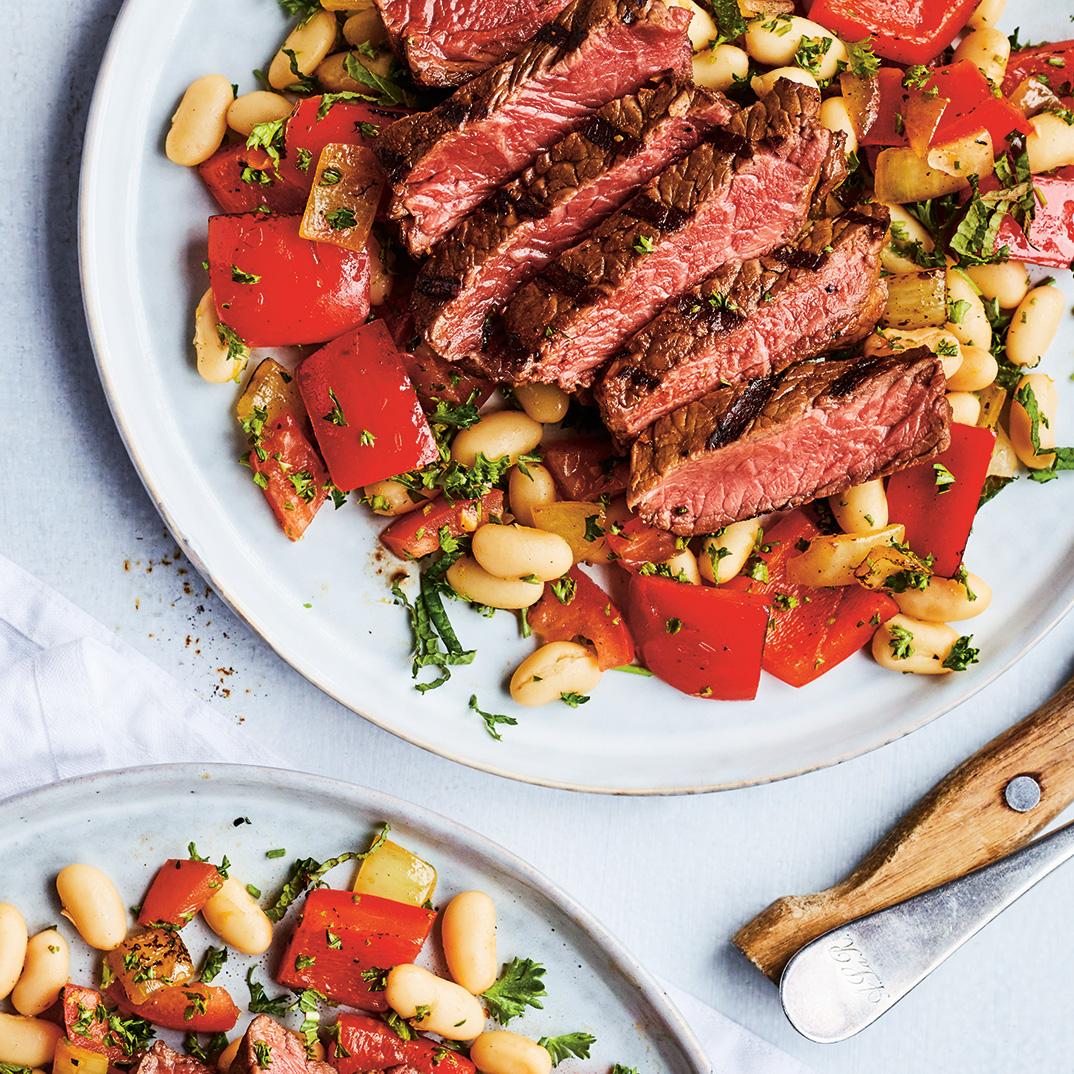 Grillades de bœuf et salade de haricots blancs au persil