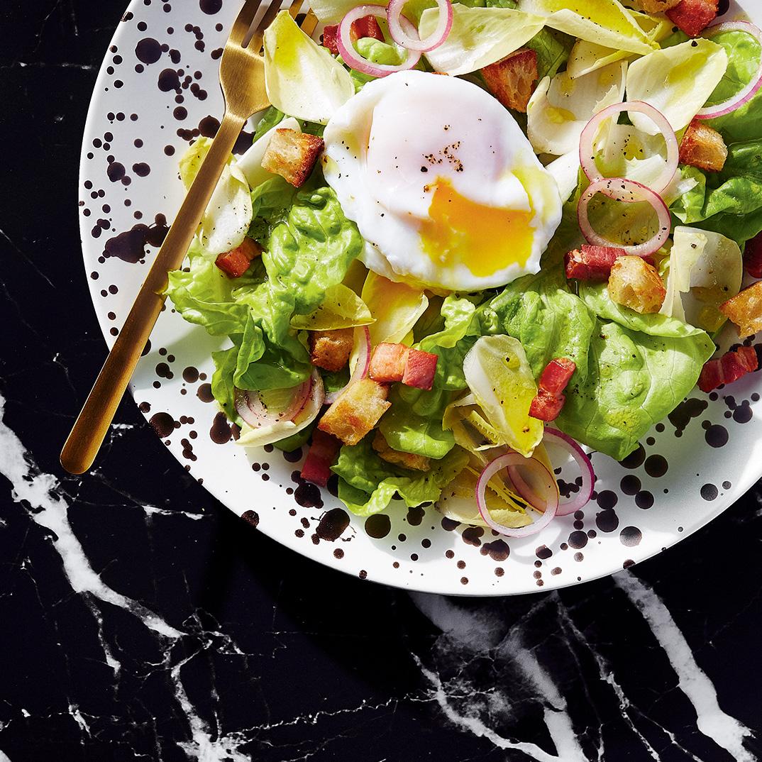 Salade verte à l'œuf poché