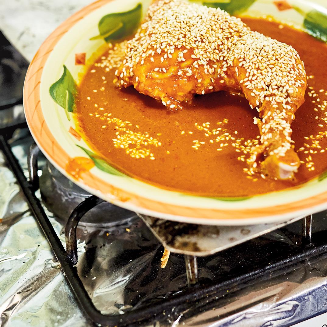 Poulet braisé épicé (<i>chilate de pollo</i>)