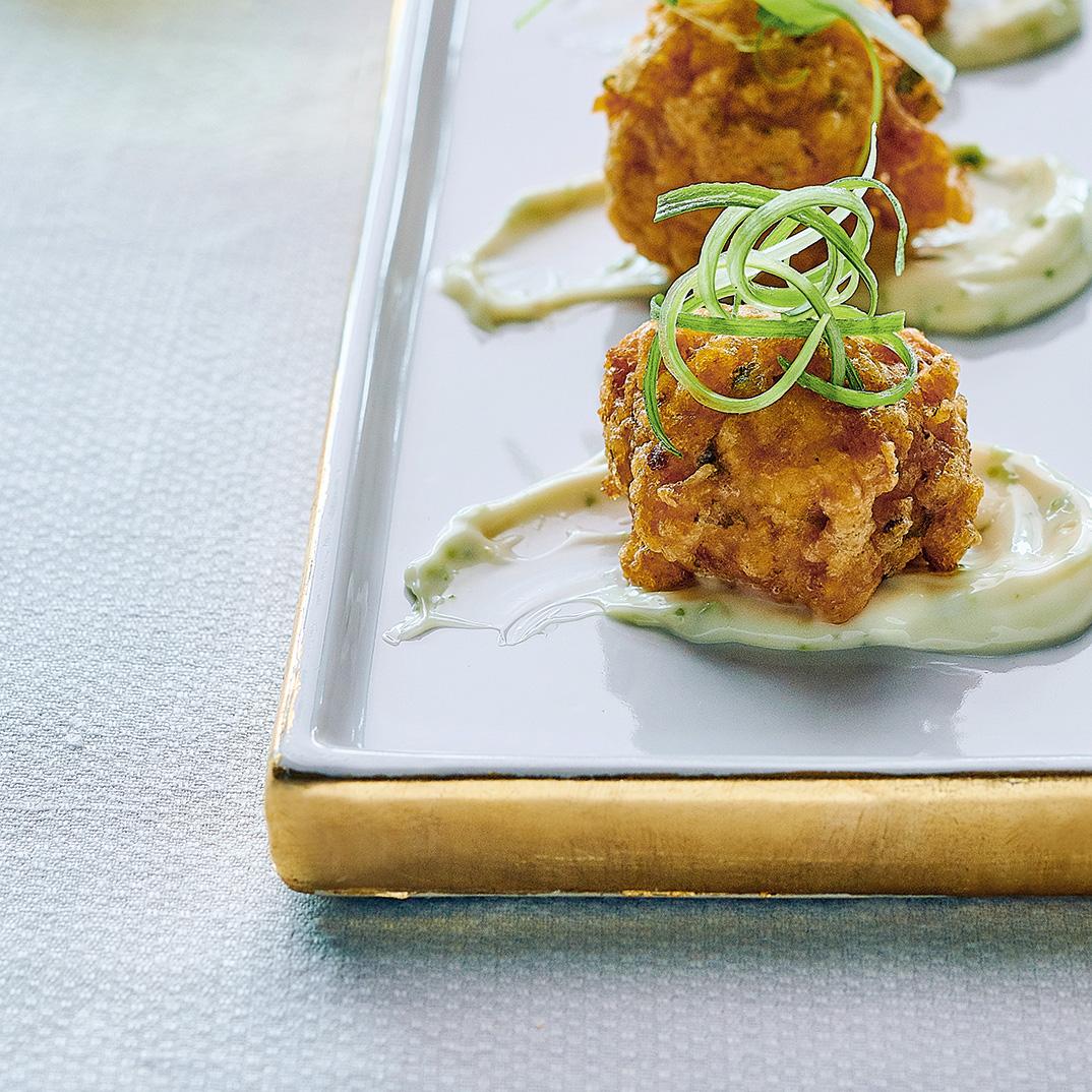 Acras de crevettes, mayonnaise à la lime