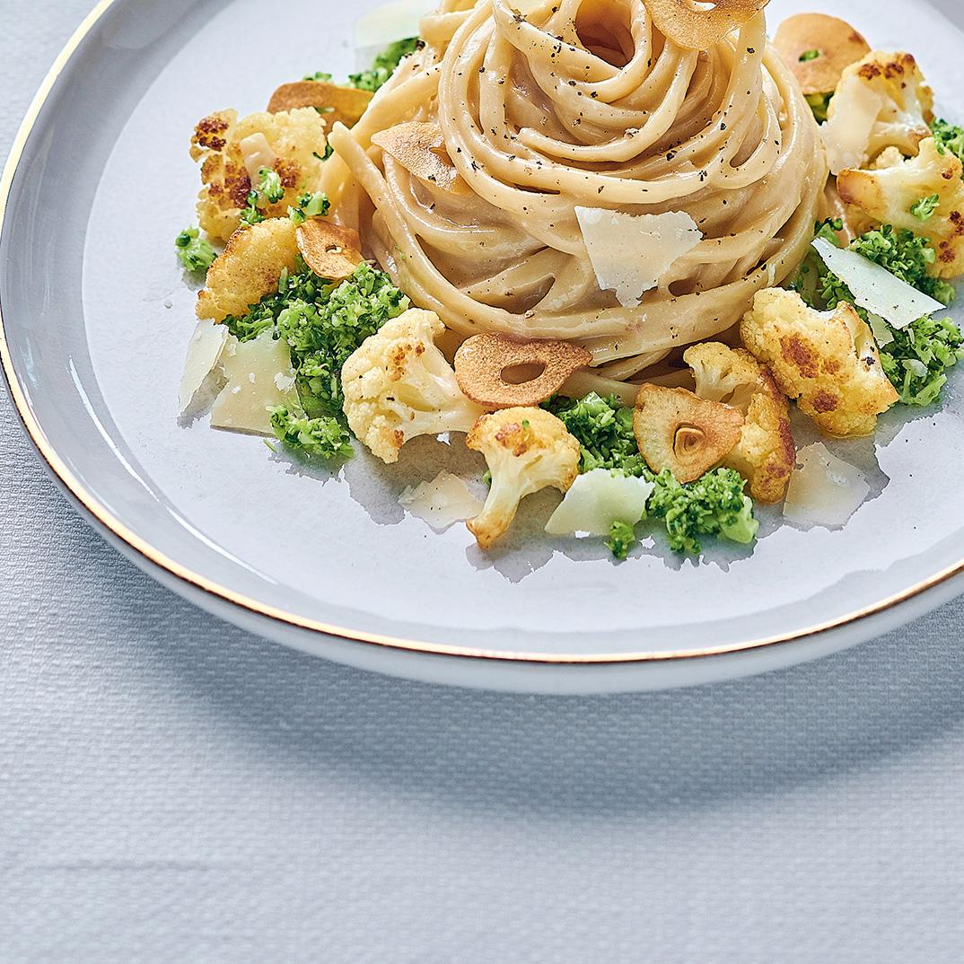 Creamy Garlic Linguine with Cauliflower, Broccoli and Garlic Chips