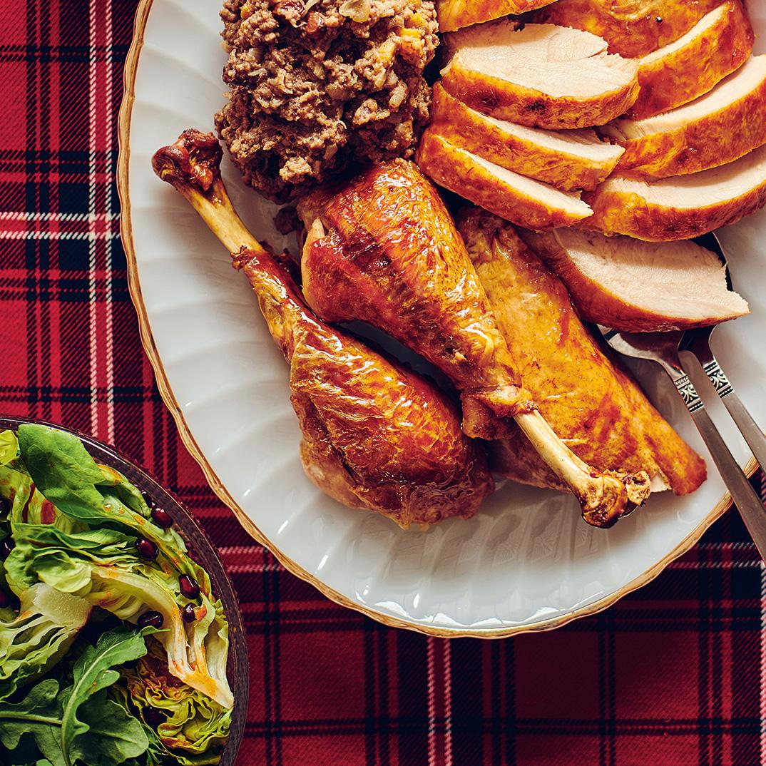 Dindon rôti farci au porc et aux fruits séchés