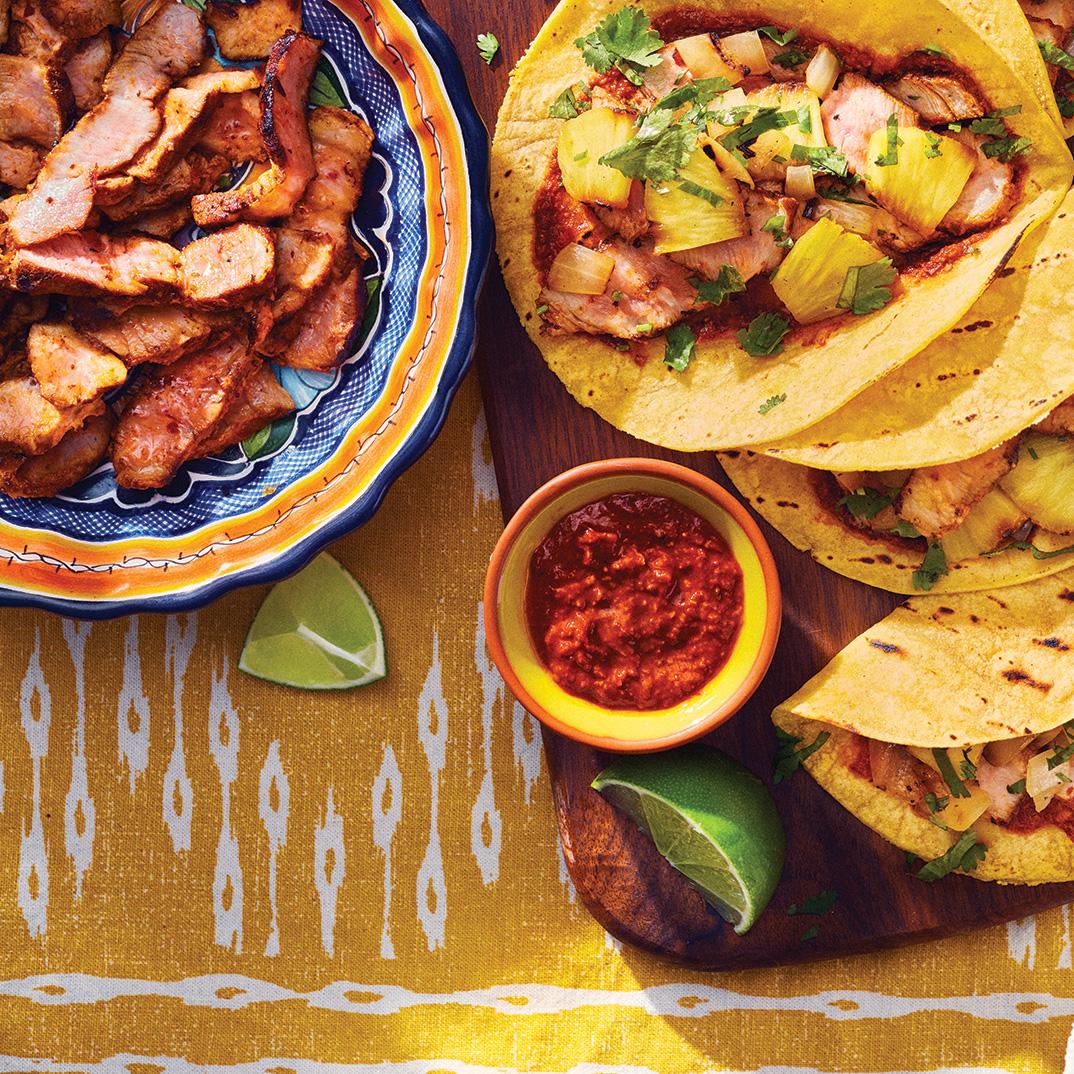 Tacos au porc mariné et à l'ananas (<i>tacos al pastor</i>)