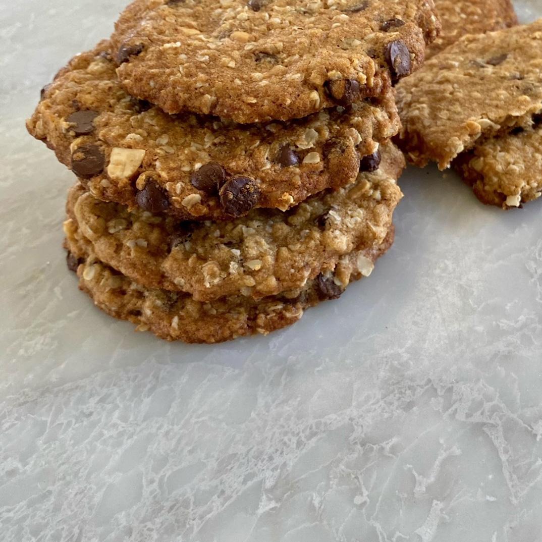 Biscuits croquants à l'avoine, au beurre d'arachides et aux pépites de chocolat