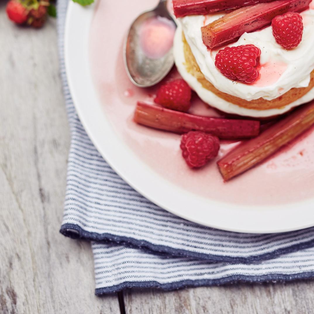 Mini Cakes with Mascarpone Cream and Pan-Roasted Rhubarb