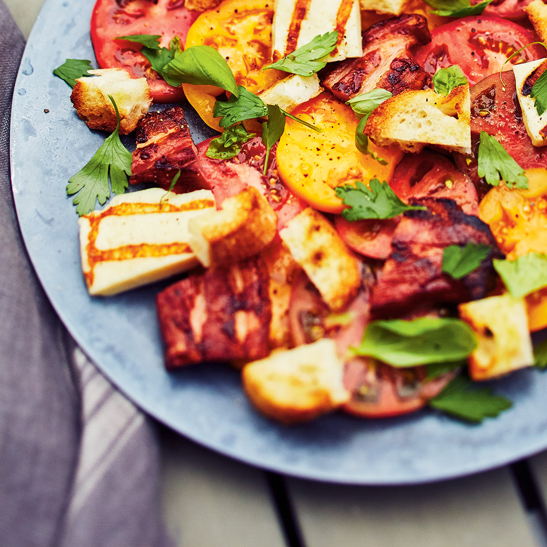 Tomato Salad with Grilled Halloumi Cheese and Bacon