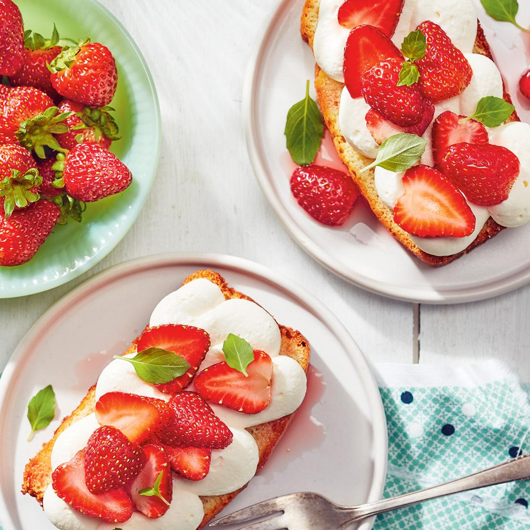 Vanilla Cake with Strawberries, Basil and Mascarpone Cream