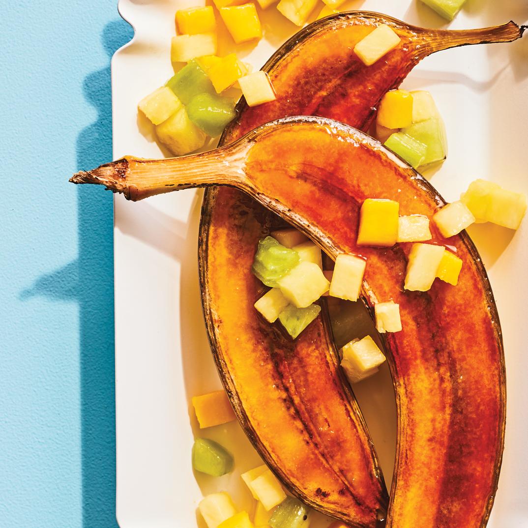 Bananes caramélisées et salade de fruits