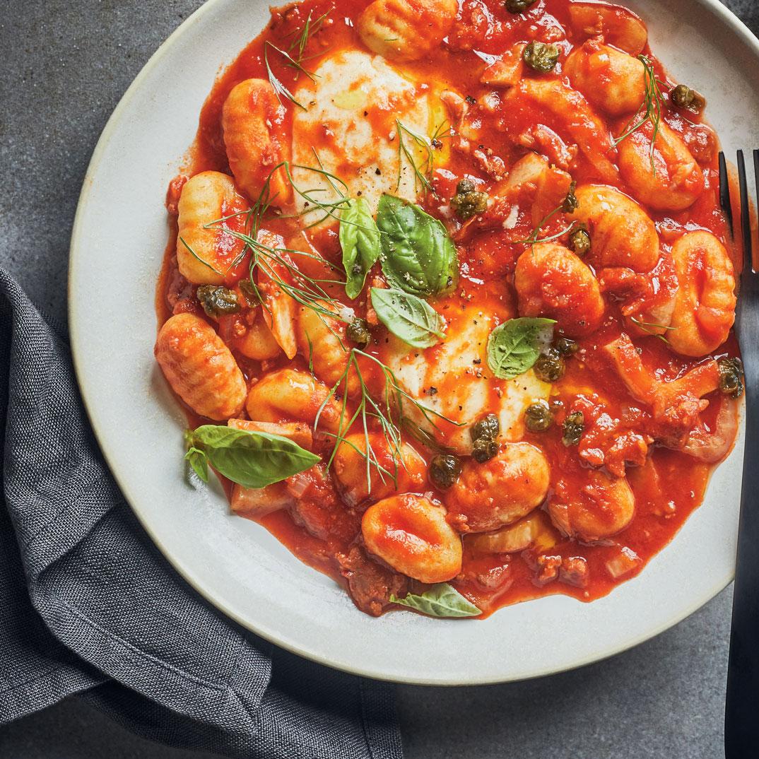 Gnocchis à la sauce tomate, aux saucisses et au fenouil tout-en-un