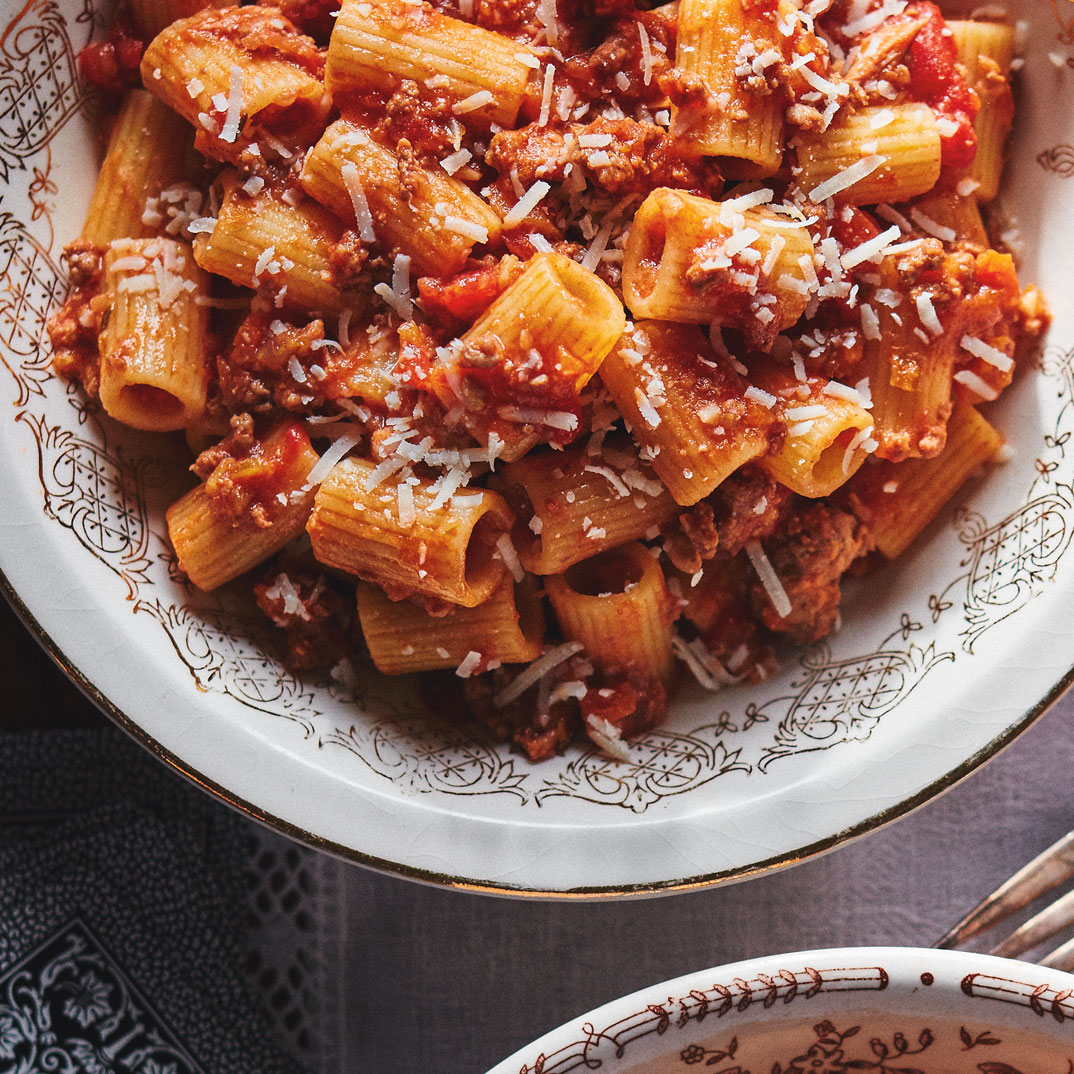 Pâtes à la sauce à la viande <i>(rigatoni al ragù di carne)</i>