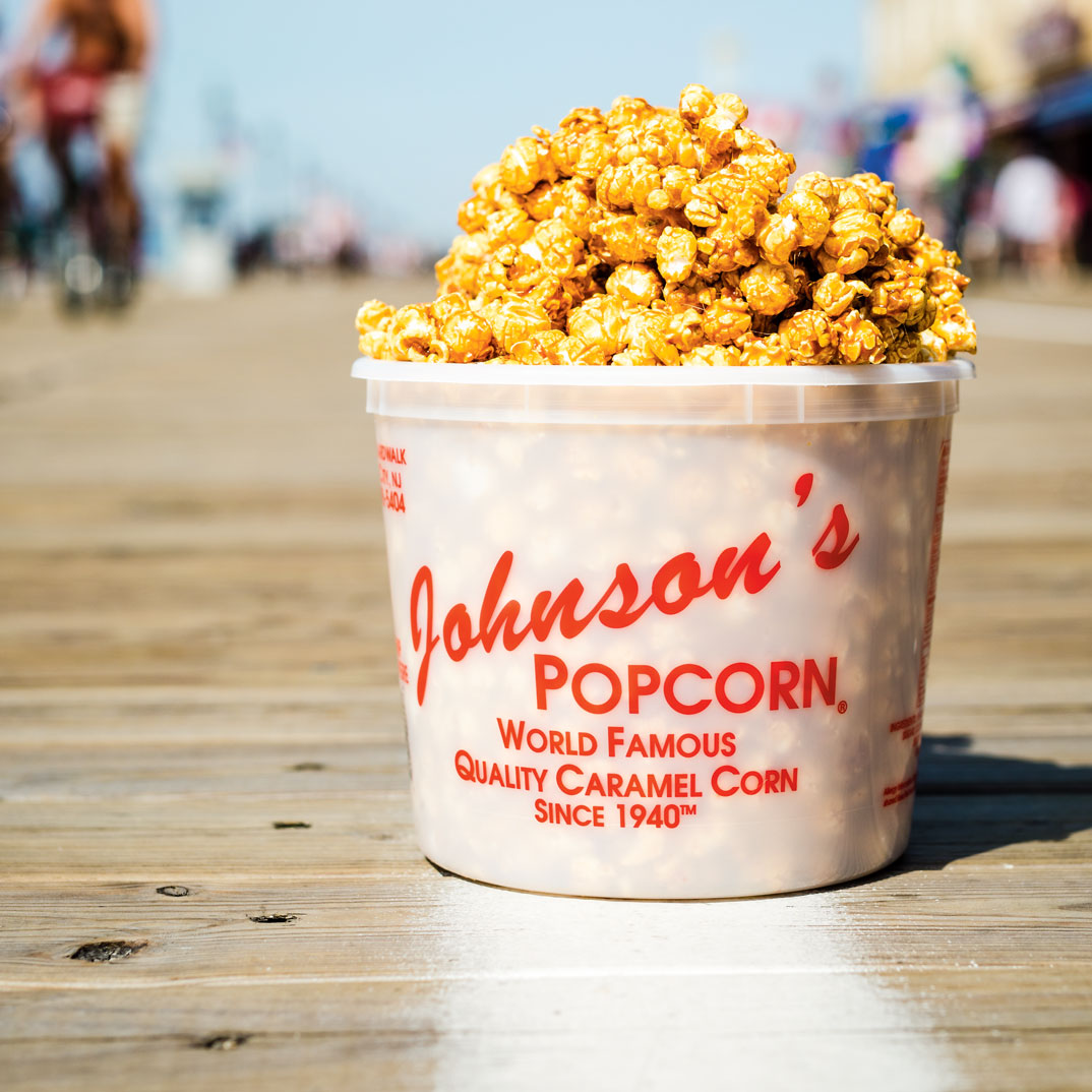 Spicy Caramel Corn with Peanuts