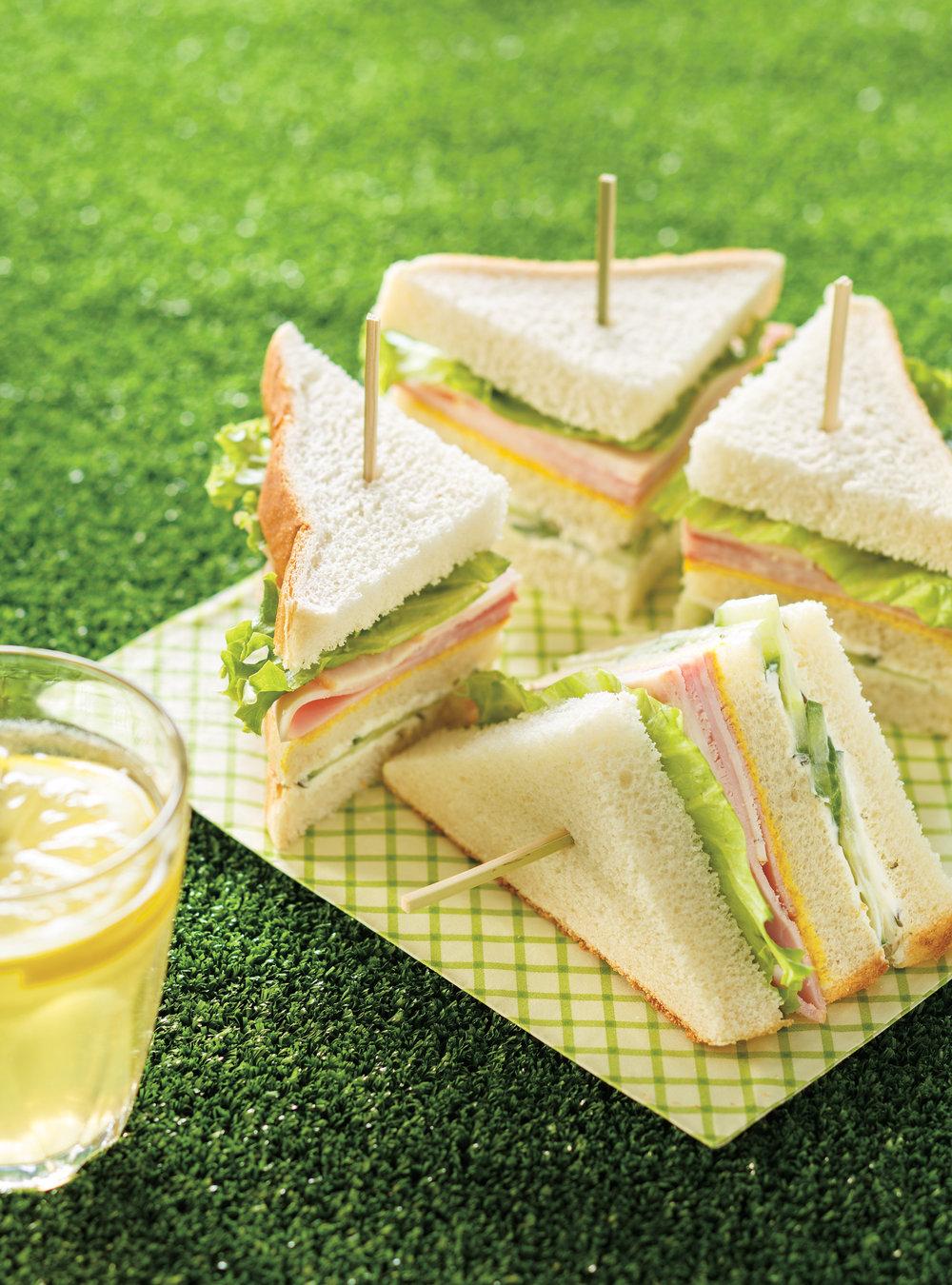 Sandwich 3 tages d 39 avant ou d 39 apr s match ricardo for Cocktail 4 etages