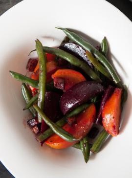 Salade tiède de betteraves et haricots au bacon