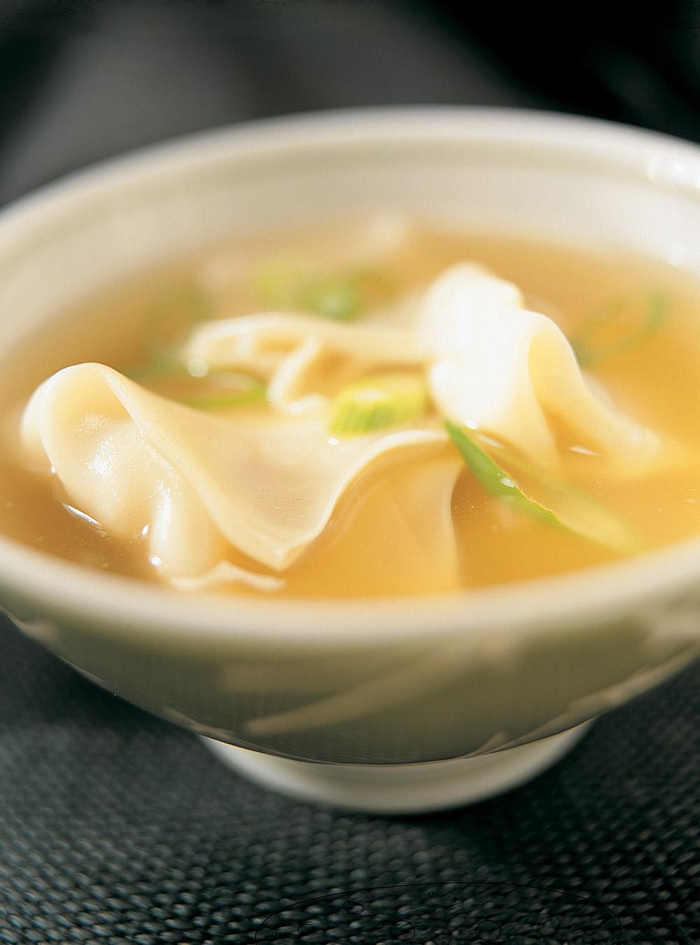 soupe won ton potage aux raviolis chinois ricardo. Black Bedroom Furniture Sets. Home Design Ideas