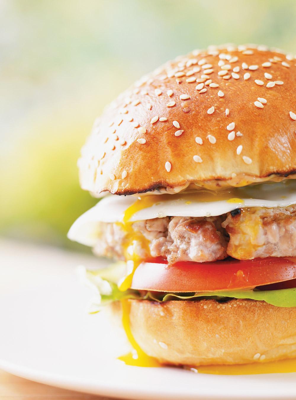 Pan Bagnat Tuna And Egg Burgers Ricardo