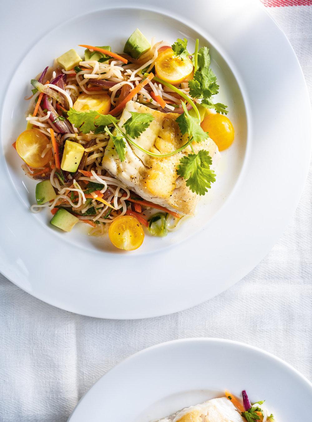 Poisson grill et vermicelles aux l gumes ricardo for Salade pour accompagner poisson