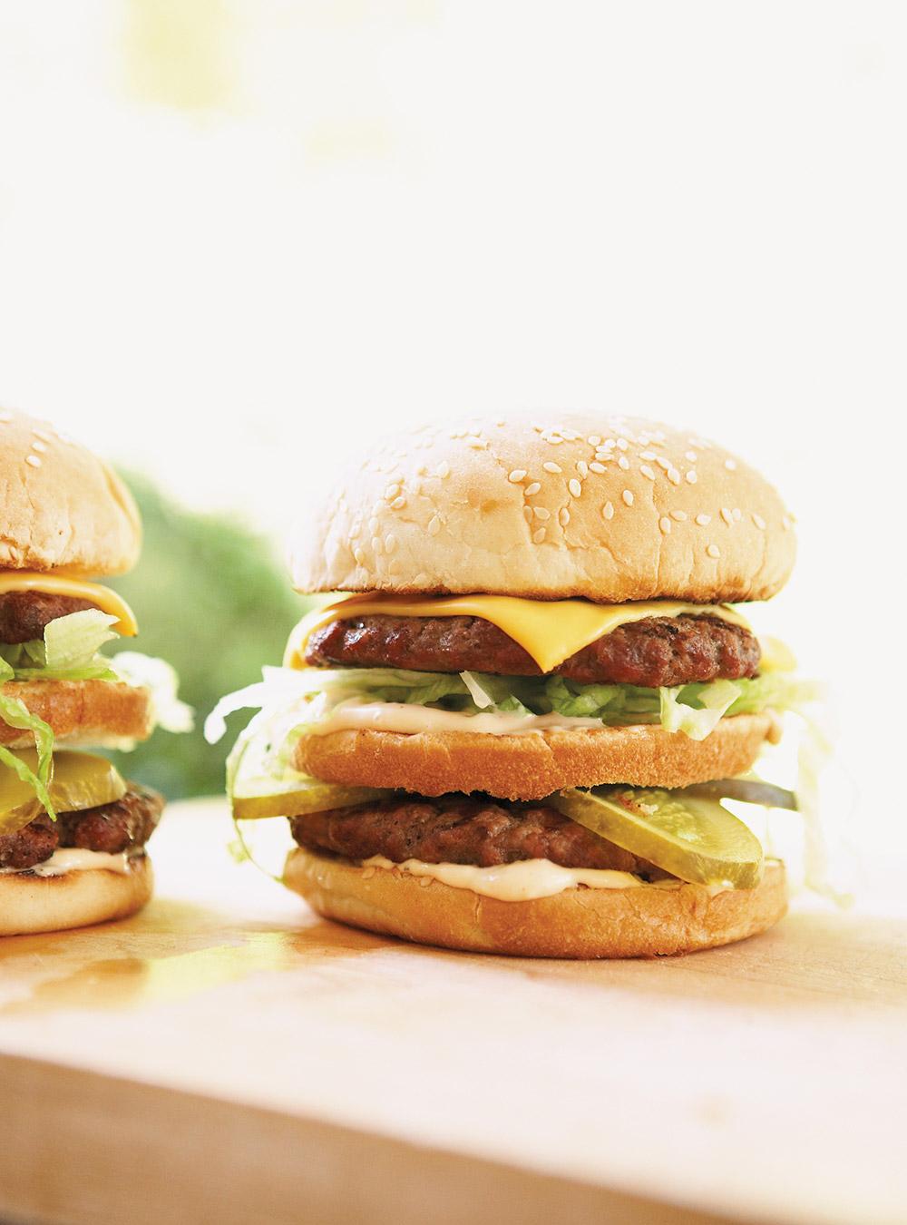 Hamburgers doubles à l'américaine