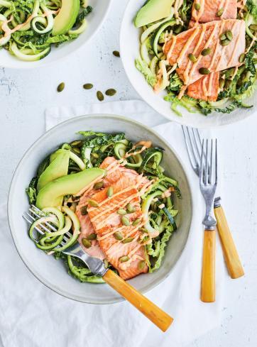 Truite poêlée et salade de courgettes  aux graines de citrouille