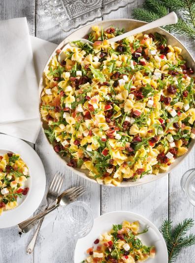 Photo Salade de farfalles aux pommes, aux canneberges et à la feta